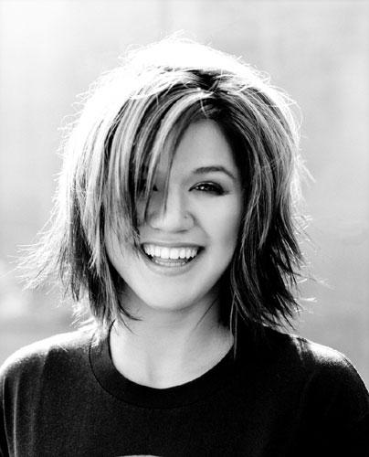 Kelly.Clarkson.2004.B&W.jpg